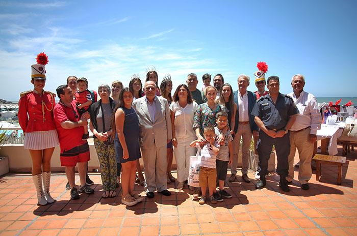 Los primeros turistas del año, agasajados y premiados