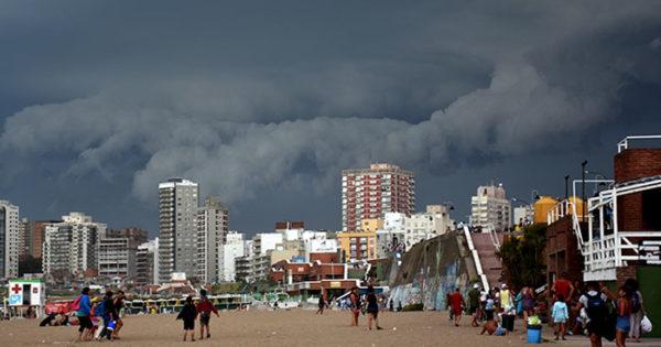 Tras el calor, rige un alerta por tormentas y granizo