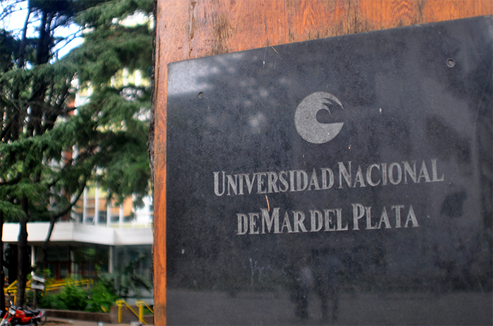 """Repudian tweet de una docente de la UNMdP: """"Escríbanle la panza a Baradel"""""""
