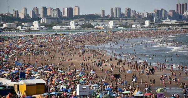 Domingo a pura playa y pronóstico de mucho calor para la semana