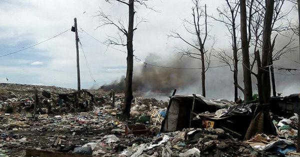 Un incendio en el basural agravó el conflicto con los trabajadores