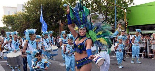 El Gran Corso inundó Luro al ritmo del Carnaval
