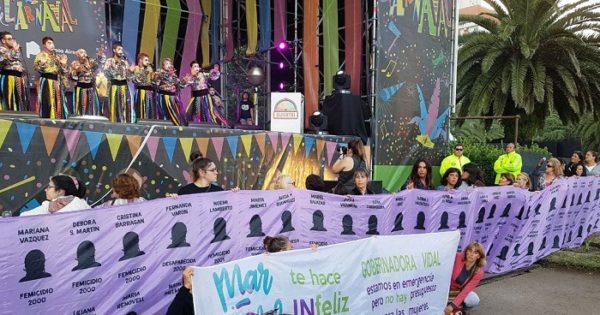 """Las mujeres llevaron su bandera y su lucha al """"Festival de Carnaval"""""""
