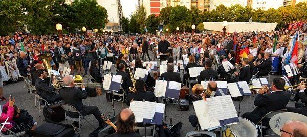 En el cumpleaños de Mar del Plata prendieron el Paseo de las Farolas