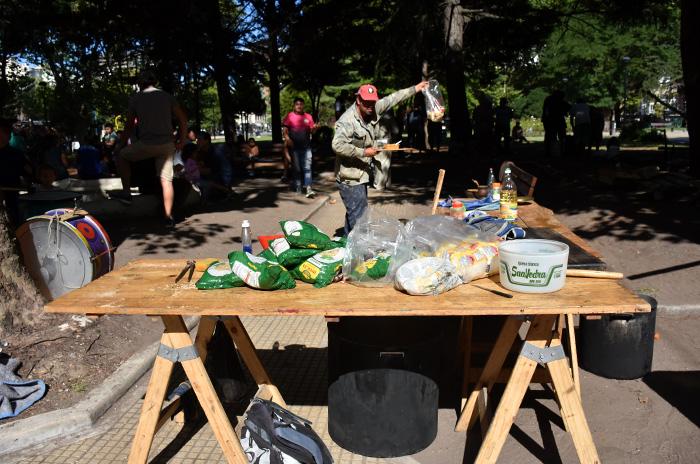 Cooperativas protestaron por falta de pago y obras para los barrios
