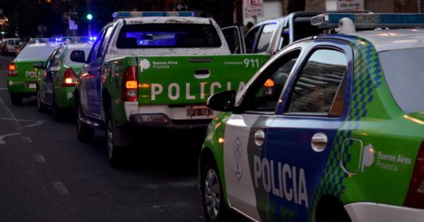 Separan a 6 policías por quedarse con dinero del combustible