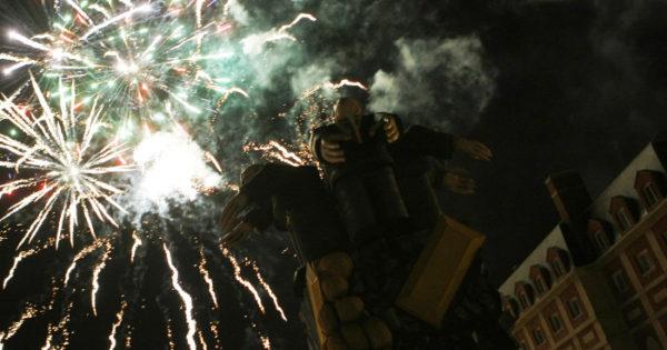 Falla Valenciana: paella, buñuelos, fuegos artificiales y mucho más