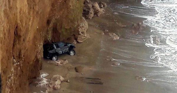 Misterio en Mar del Plata: una camioneta cayó de un acantilado