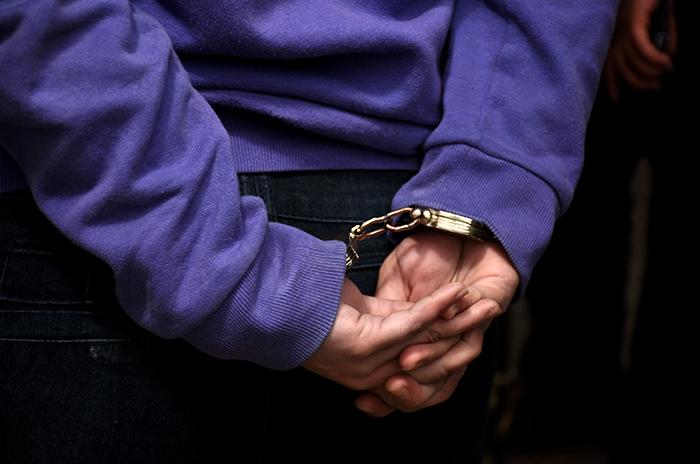 Detienen a un hombre por abusar de su sobrina de 13 años