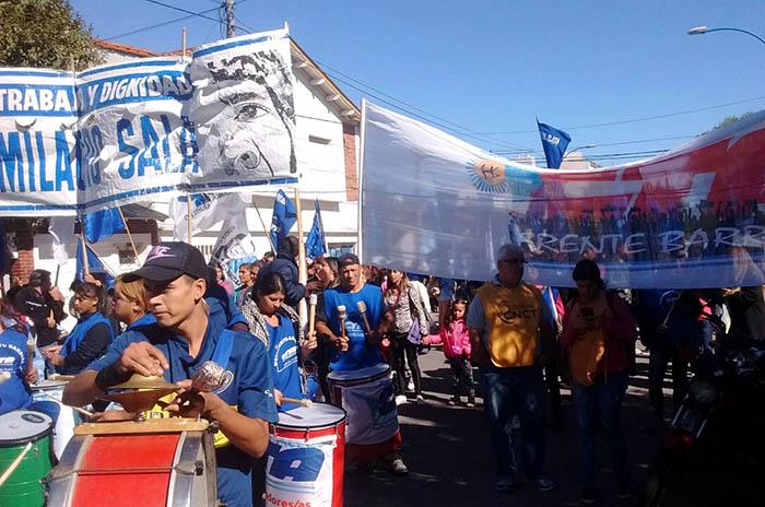 Protesta contra los cambios en distintos programas sociales