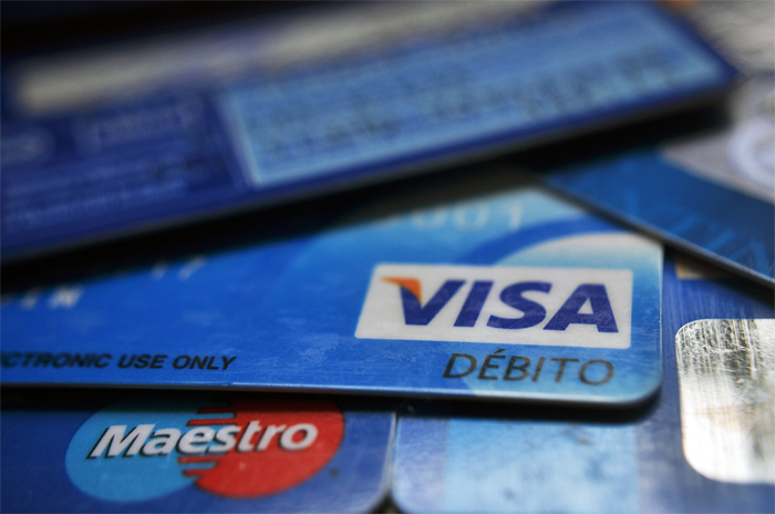 Desde este domingo, todos los comercios deben aceptar tarjetas de débito