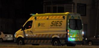 Una mujer sufrió graves heridas tras chocar contra un semáforo