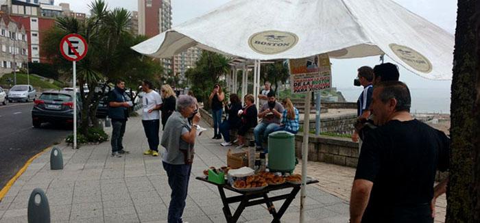 Conflicto en la Boston: café y medialunas a modo de protesta