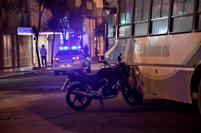 Accidente fatal en Colón y Lamadrid: murió un motociclista