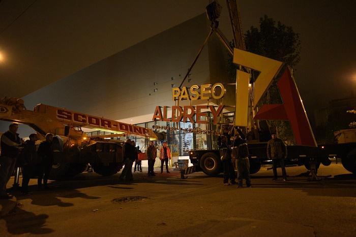 Finalmente, Arroyo empezó a bajar los carteles de Aldrey Iglesias