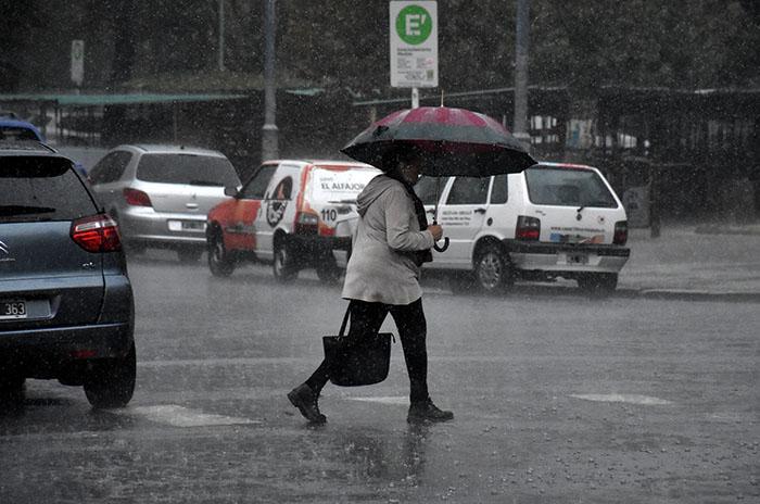 La semana comienza con un alerta por lluvias y tormentas