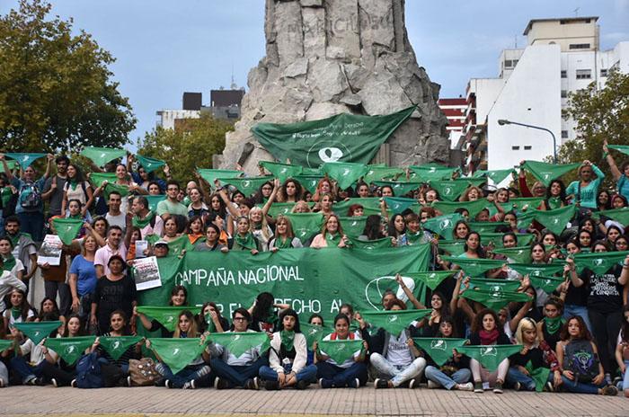 """Aborto: """"Vamos a llenar el Congreso de pañuelos verdes"""""""