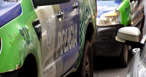 Un policía herido luego de que intentaran robarle el arma