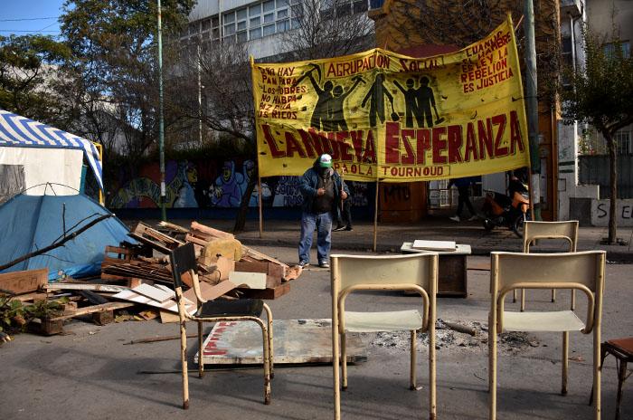 Acampe, día 13: sin respuesta ni solución, denuncian al Municipio