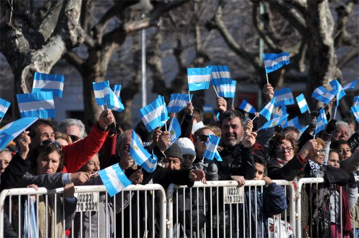 Por el Día de la Independencia, acto oficial, desfile y banderazo