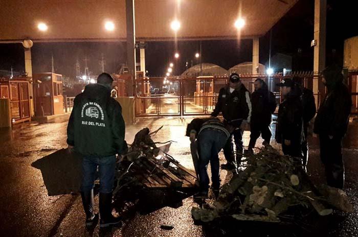 Bloquean los accesos al Puerto por reclamos laborales