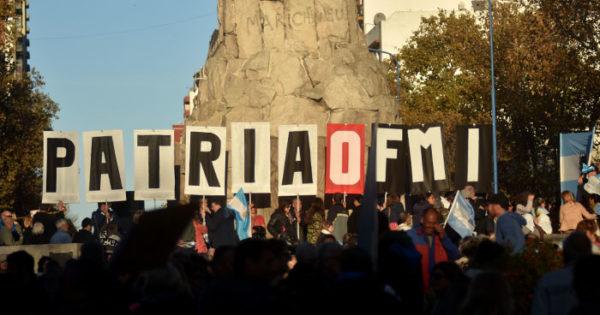 """""""No al FMI"""", el otro acto del 25 de Mayo en las calles de Mar del Plata"""