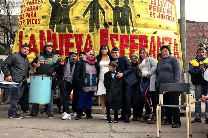 """""""Sí, quiero"""": una pareja se casó en el acampe en Desarrollo Social"""