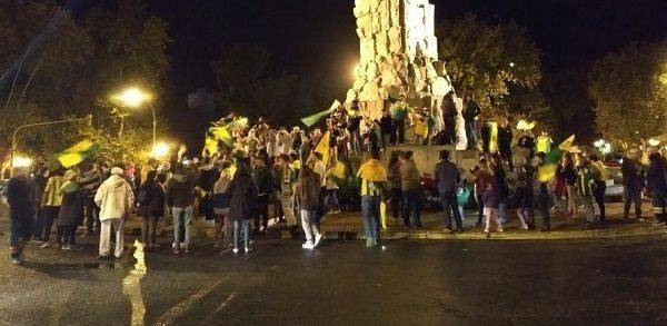 Aldosivi de primera: noche de festejos, del Puerto al monumento