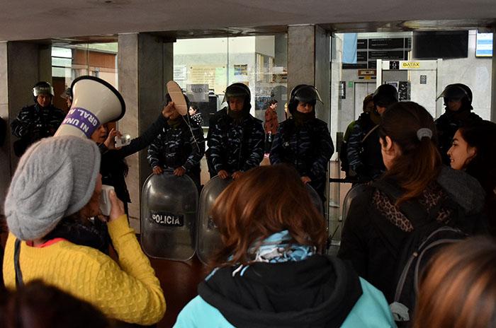 Caso Melmann: afuera, pedido de justicia y un cordón policial