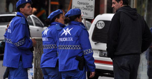 Policía local: sin conducción civil y cambio de uniformes