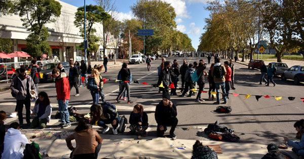 Clases suspendidas y protesta de estudiantes en la Malharro