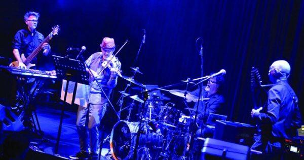 Stick Men + David Cross llegan con puro rock progresivo