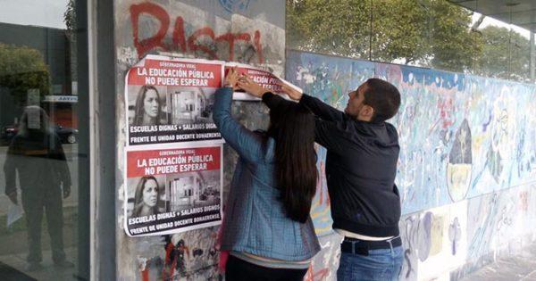 """Conflicto docente: una """"aficheada"""" por escuelas y salarios dignos"""