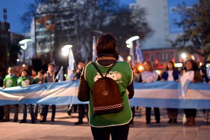 Docentes realizaron un banderazo por la educación pública