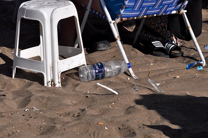 Arroyo evalúa prohibir vasos plásticos y sorbetes en playas
