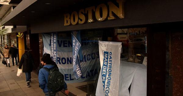 Confitería Boston: en medio del conflicto, echaron a siete trabajadores