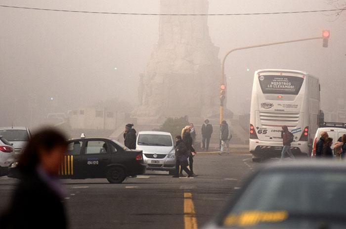 El centro de Mar del Plata, bajo una capa de niebla