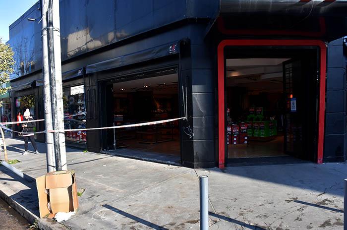 Choque y robo en Rossi Rossi y Open Sports: dos detenidos
