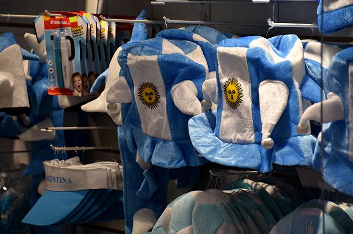 Vidrieras marplatenses a tono con el Mundial para levantar las ventas