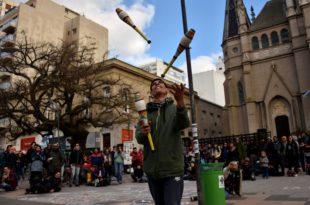 Impulsan una nueva ordenanza para artistas callejeros en Mar del Plata