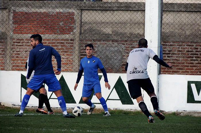 Alvarado: otro refuerzo, jugadores a prueba y primeros minutos