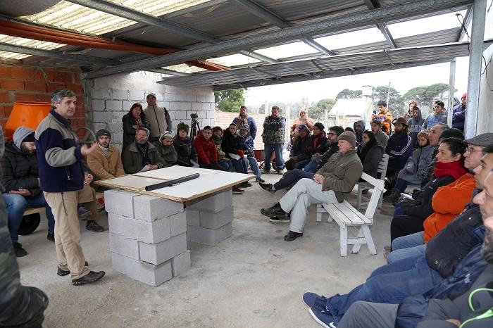 Presentaron un calefón solar para familias de bajos recursos