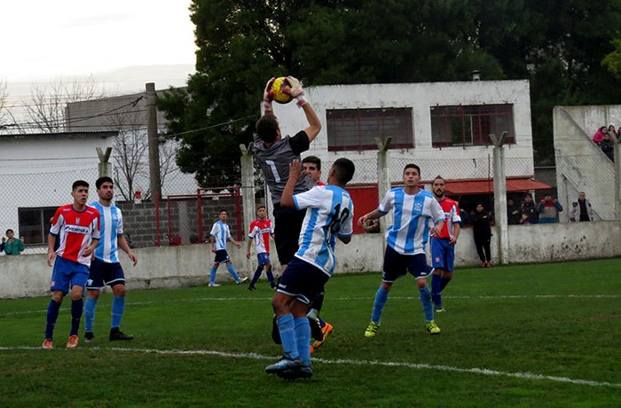 FÚTBOL LOCAL RACING LIBERTAD 4