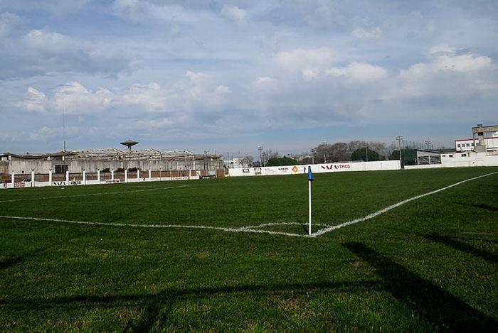 Fútbol local: la lluvia demora la llegada de los clasificados