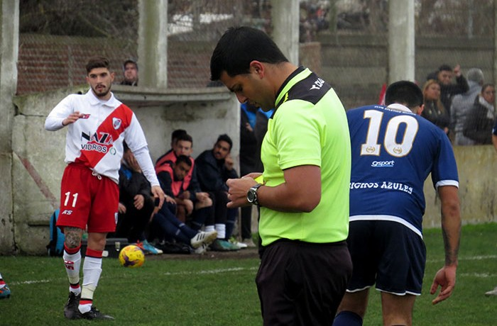 FÚTBOL LOCAL RIVER NACIÓN ARBITRO