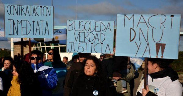ARA San Juan: aún sin respuestas y abandonados en Plaza de Mayo