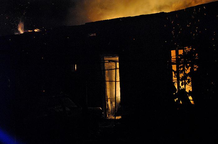 Tiene tres hijos, se incendió su casa y perdió todo: pide ayuda