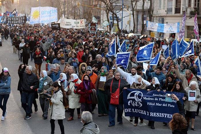 """""""No a los militares en la calle"""", el grito contra las reformas de Macri"""