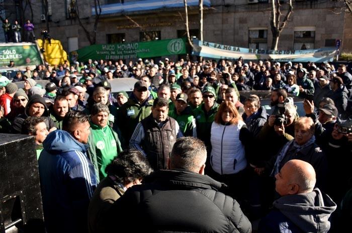 PROTESTA PARO  CAMIONEROS 9 DE JULIO BASURA  (3)