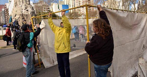 """Una carpa """"contra el hambre"""" en la Municipalidad"""